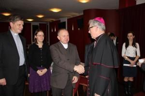 Od lewej ks. Bogusław Stec, an. Helena Lis, ks. Adam Lechwar i abp Wiktor Skworc